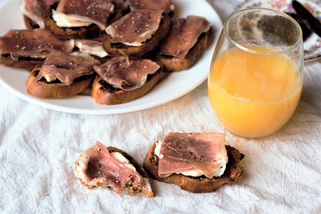 Fig & Prosciutto Bruschetta   Mountain Cravings