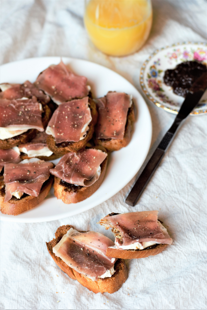 Fig & Prosciutto Bruschetta | Mountain Cravings