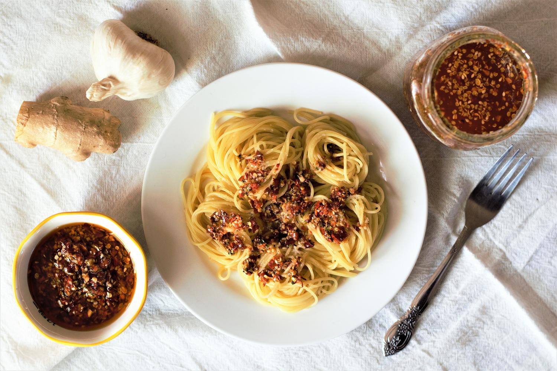 Garlic Ginger Chili Oil | Mountain Cravings