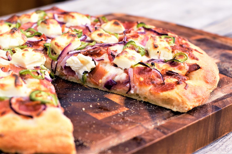 Jalapeño Bacon Cream Cheese Pizza | Mountain Cravings